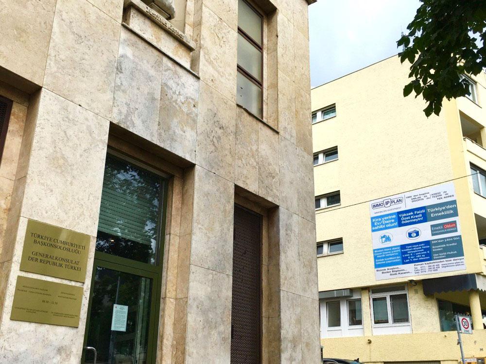 Stuttgart türk konsolosluğ duvar ilanı